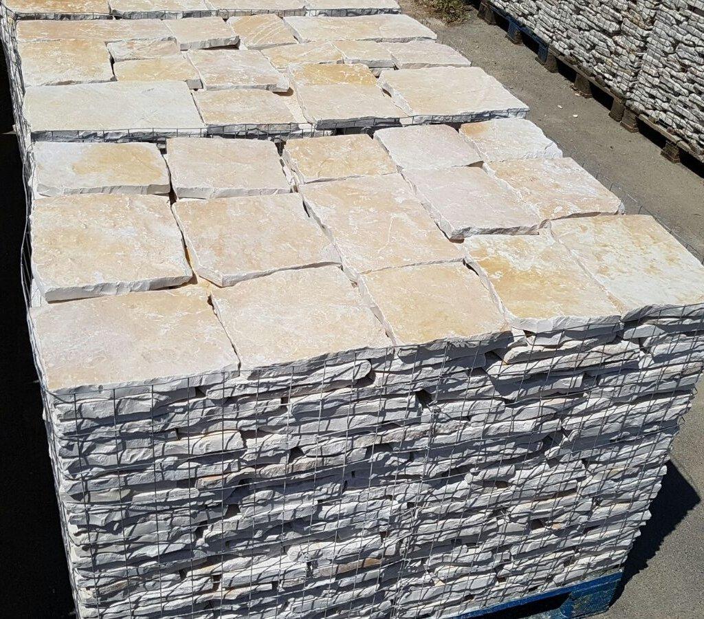 piastrelle in pietra di trani retrosegata da rivestimento