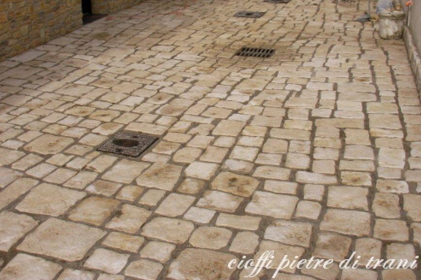 Pavimento In Pietra Di Trani : Piastrelle in pietra di trani anticata da pavimento cioffi